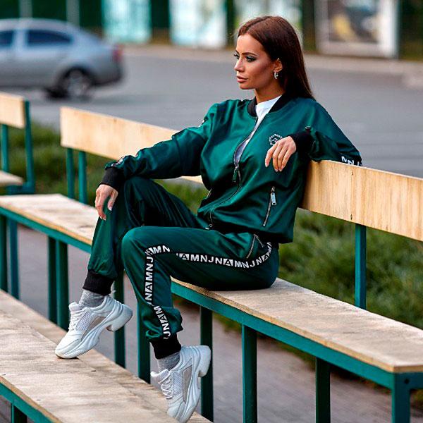 Женский спортивный костюм с лампасами