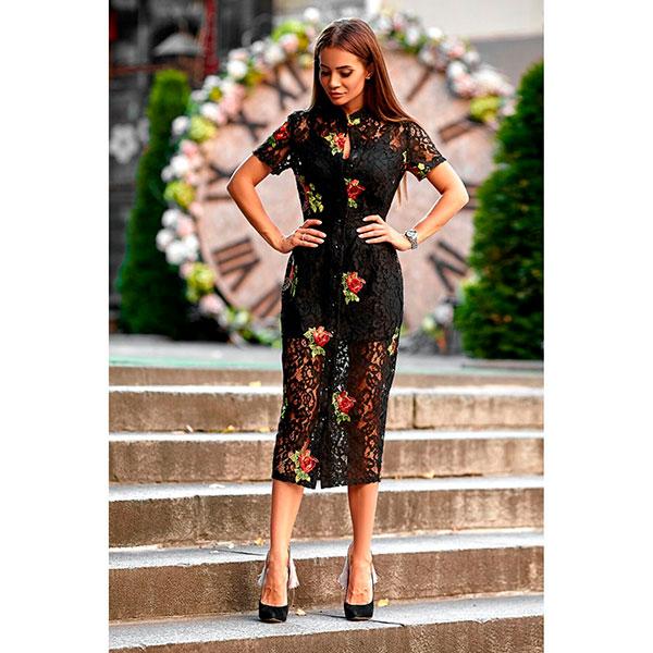 Платье-рубашка из гипюра с вышивкой