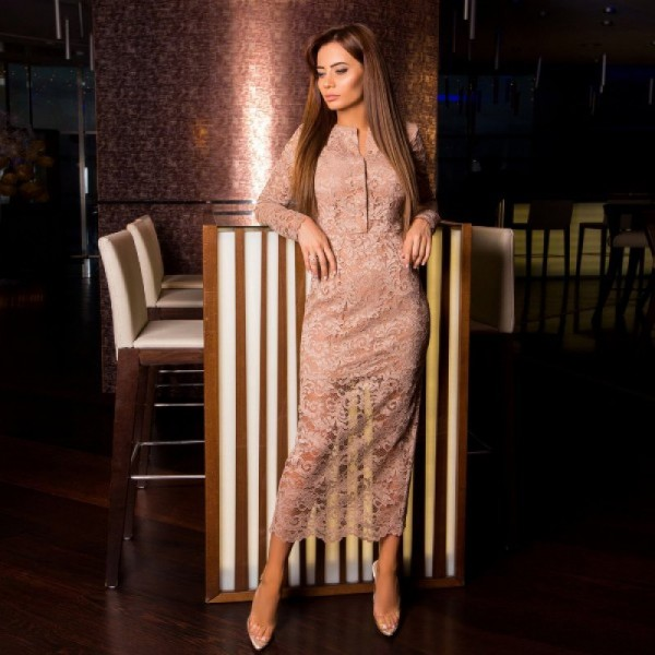Гипюровое платье с блестками бежевое