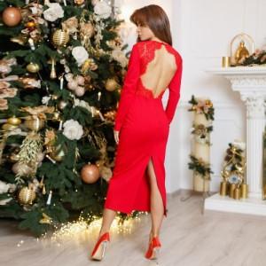 Червона сукня з відкритою спиною