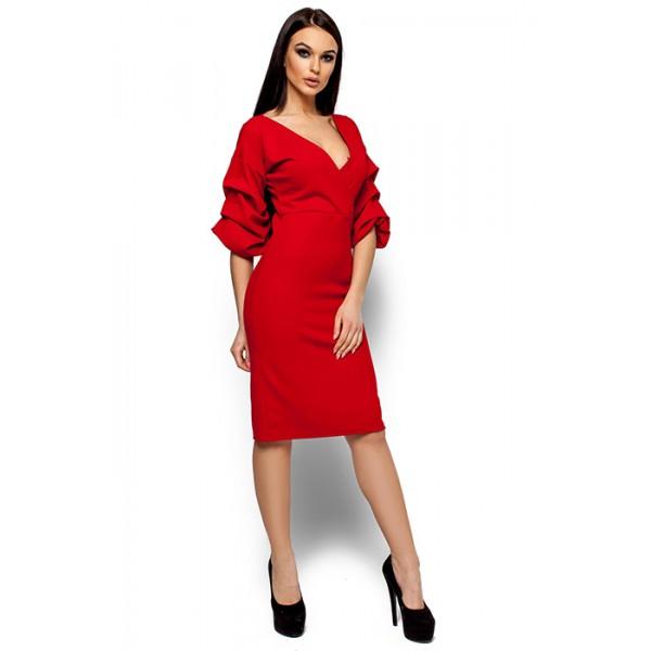 Платье с глубоким декольте ред