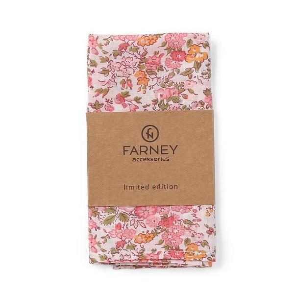 Нагрудный платок паше белый с принтом розовых цветов