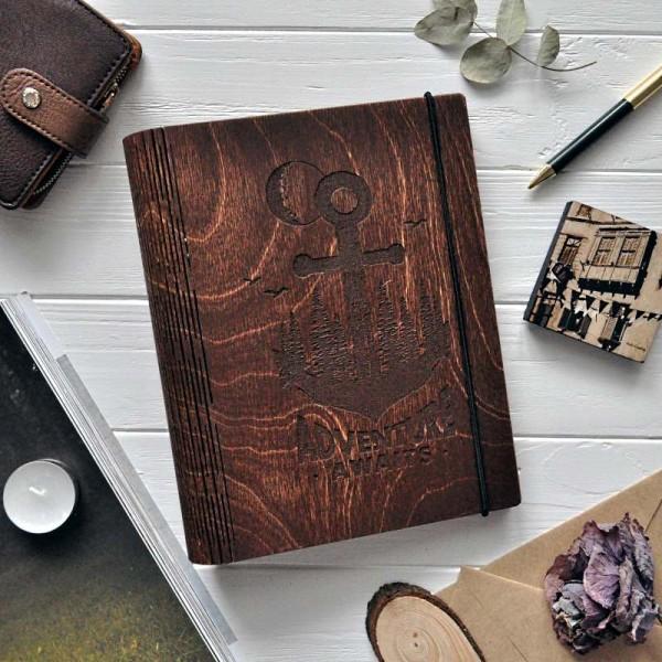 Деревянный блокнот Adventures awaits