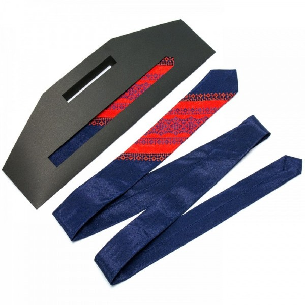 Атласный галстук с вышивкой