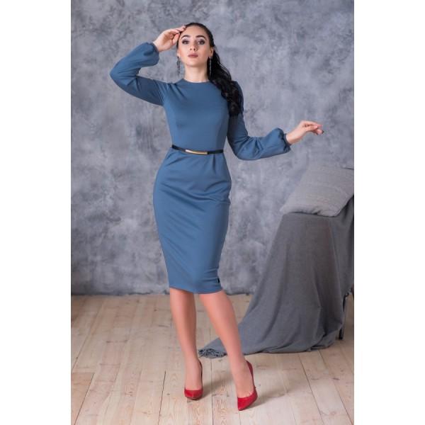 Элегантное платье изысканного синего цвета