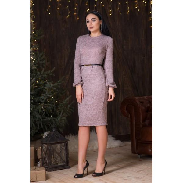 Нежно-розове платье из меланжа с поясом