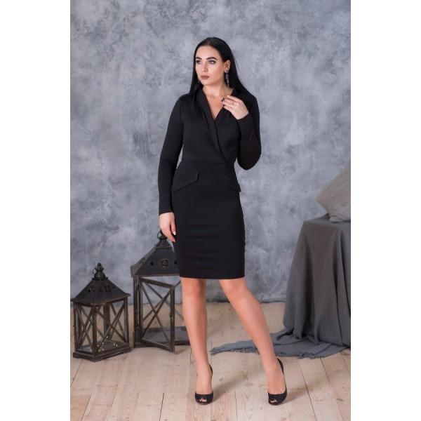 Изысканное платье из черного джерси с декольте