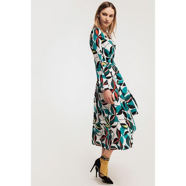 Платье с запахом с принтом