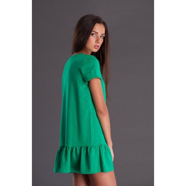 Зеленое трикотажное платье с воланом