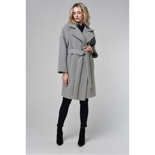 Пальто со спущенным плечом серое