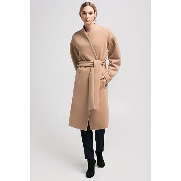 Пальто с запахом и объемными рукавами